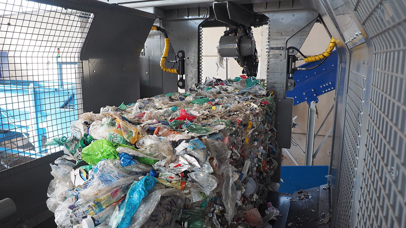 Plastic Recycling PET plastic bales dewiring operation